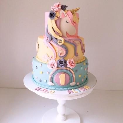 کیک تولد سفارشی یونیکورن 3 طبقه