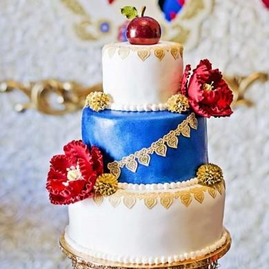 کیک سفارشی 3 طبقه سیب و گل
