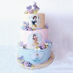 کیک سفارشی 3 طبقه سفیدبرفی 3 قاب