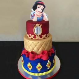 کیک سفارشی 3 طبقه سفیدبرفی